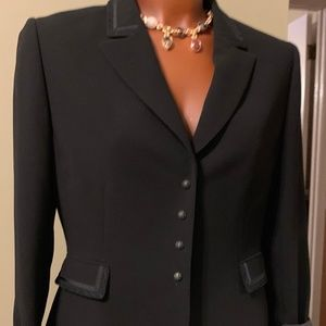 STYLISH TAHARI BY A. LEVINE BLACK SUIT - SIZE 8 ⭐